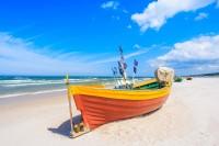 Apartamenty.in | łódka na plaży w Chałupach