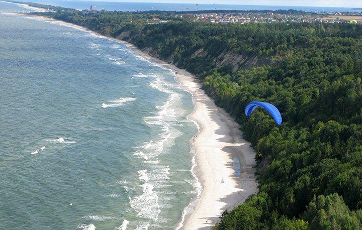 Velaves Władysławowo - Piaszczysta plaża przechodzi we Władysławowie w piękne i monumentalne klify